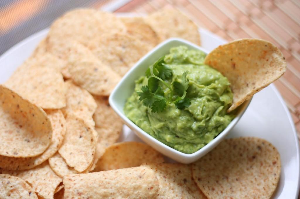 Easy, cilantro guacamole! alimentageuse.com