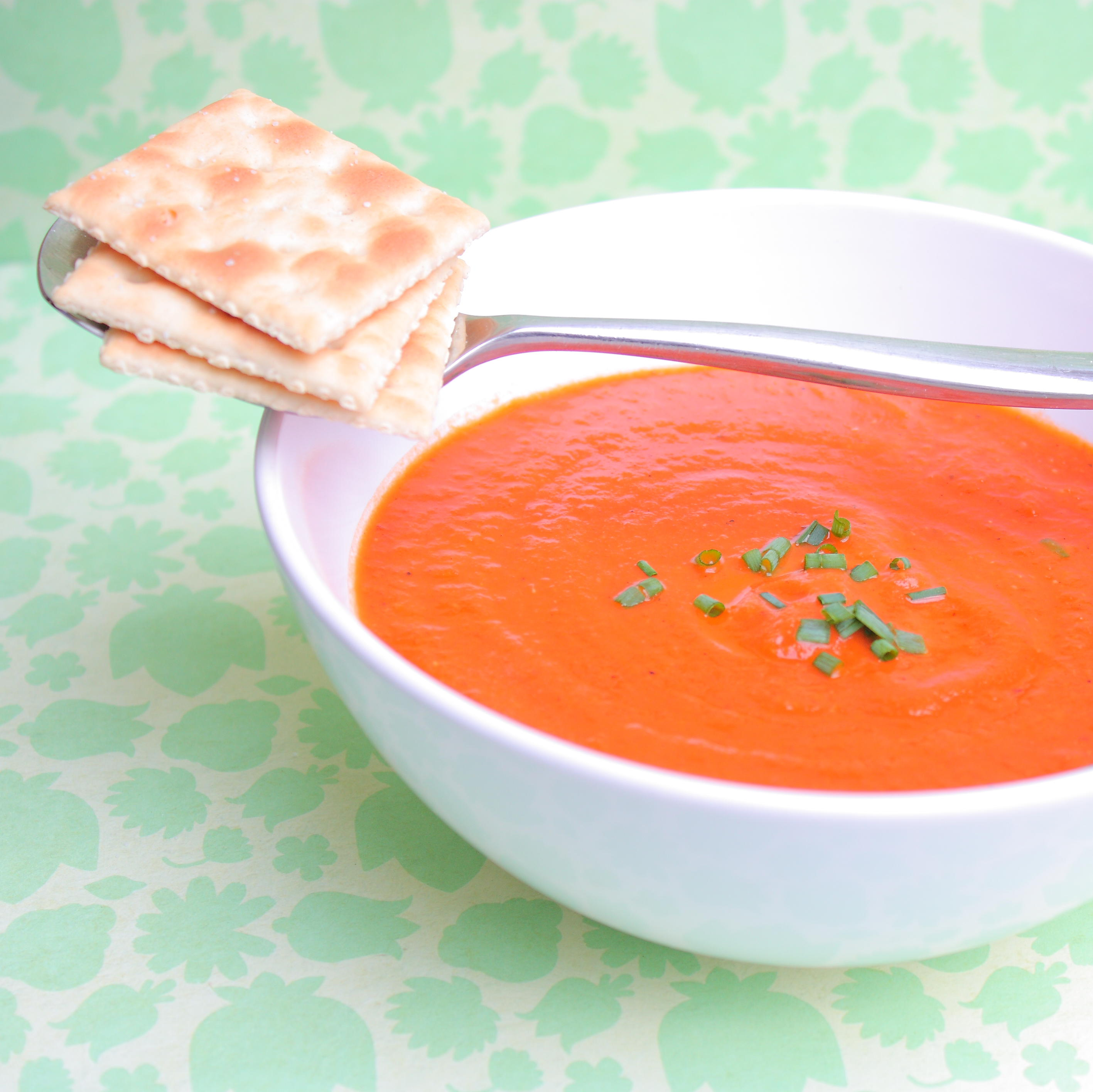 Reduce the amount of sodium, sugar, and preservatives by making your own tomato soup, from alimentageuse.com