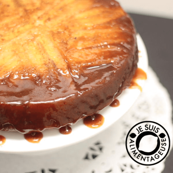 Banana Upside Down Cake from @alimentageuse.com