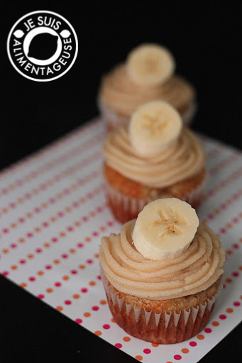 Banana Cupcakes with Honey Cinnamon Frosting from alimentageuse.com