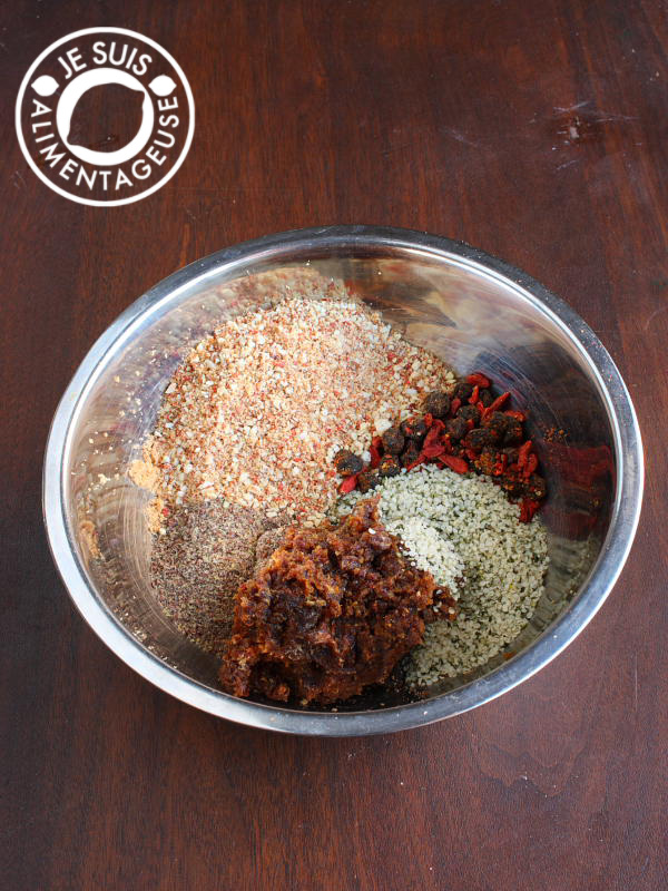 #Energy Bites! Packed with goji berries, raw almonds, dates, and hemp hearts! From alimentageuse.com #vegan #raw #glutenfree