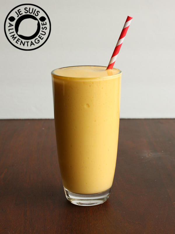 mango lassi recipe for a tropical treat from alimentgeuse.com #mango ...