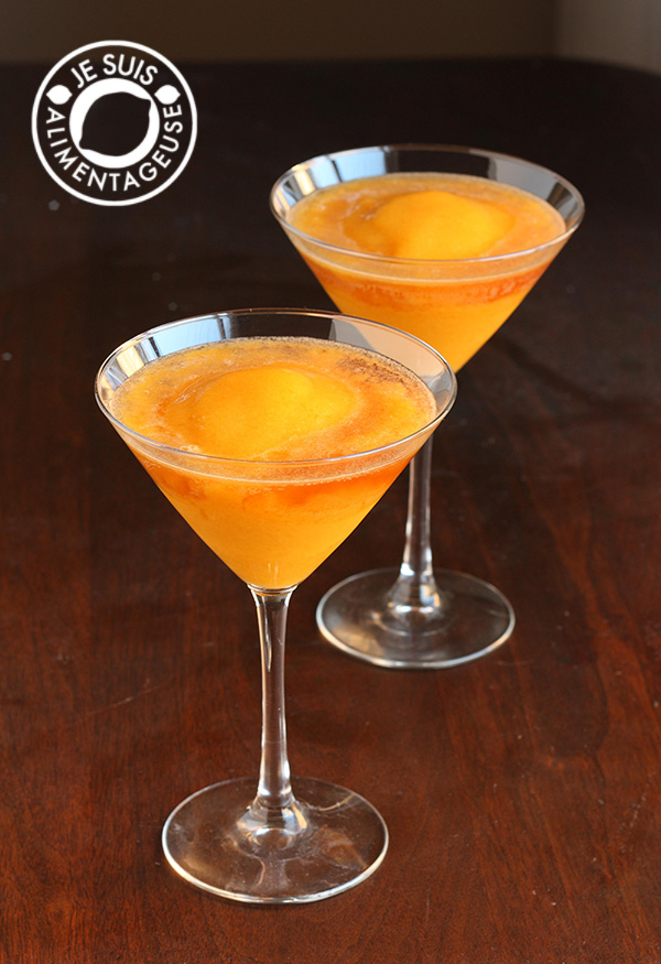 Peach Mango Bellinis inspired by Milestone's Bellini! A #drink from alimentageuse.com #vegan