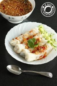 Bánh cướn chay - Vietnamese Vegetarian Stuffed Rice Rolls from alimentageuse.com