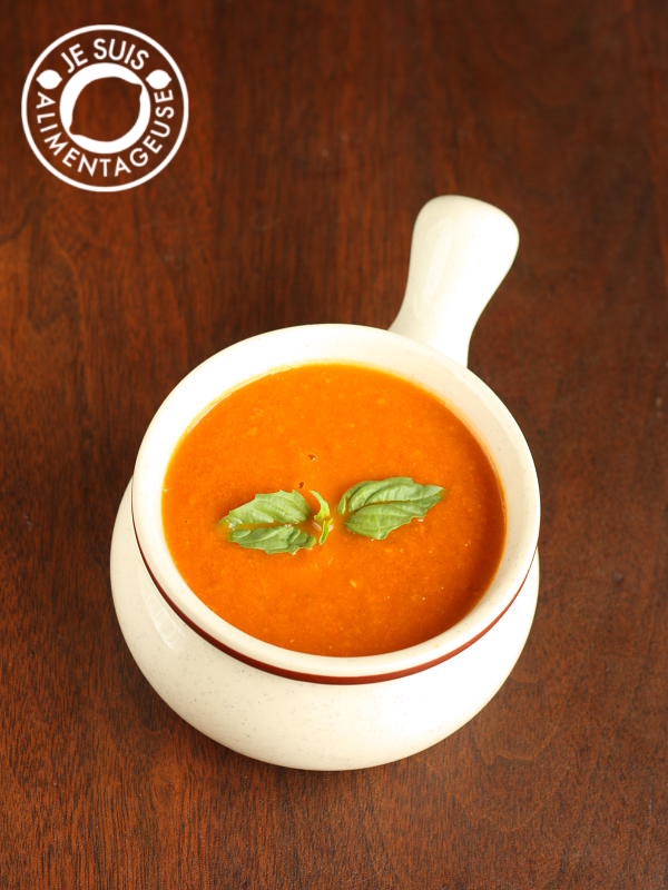 Roasted Tomato and Mushroom Soup from alimentageuse.com #appetizers #starters #soup