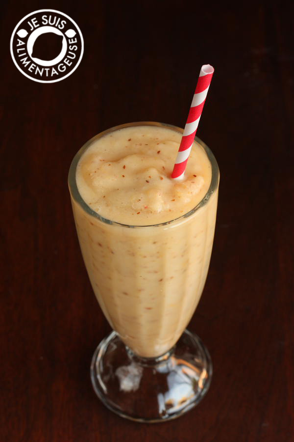 Peach Banana Breakfast Smoothie, with a little extra fibre to start your day | alimentageuse.com #smoothie #breakfast