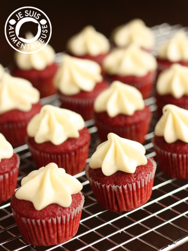 Natural Red Velvet Cupcakes | alimentageuse.com - Naturally made, vegan with no artificial food colouring!  #cupcakes #vegan #beets
