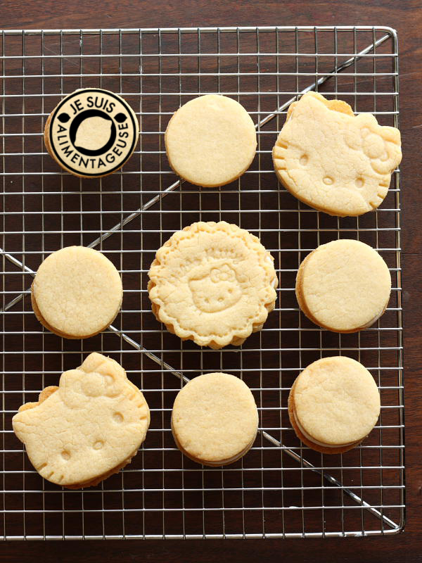 Homemade Golden Oreos - #Milk-flavoured #oreos for those who aren't the biggest fans of the chocolate originals   alimentageuse.com #desserts #goldenoreos