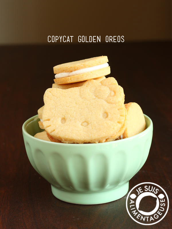 Copycat Golden Oreos - #Milk-flavoured #oreos for those who aren't the biggest fans of the chocolate originals | alimentageuse.com #desserts #goldenoreos