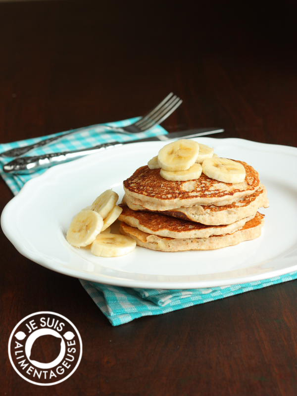 Whole Wheat Banana Pancakes | alimentageuse.com #breakfast #vegan #healthy