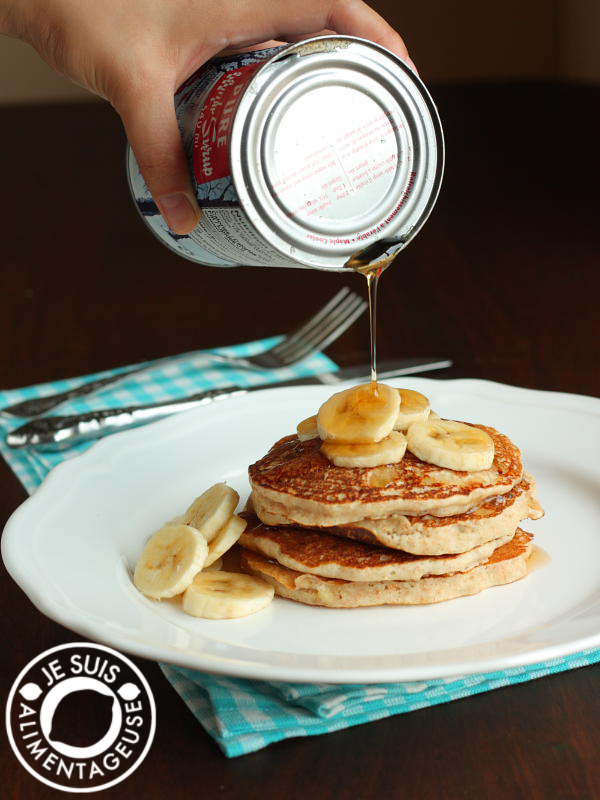 Whole Wheat Banana Pancakes | alimentageuse.com #breakfast #vegan #healthy