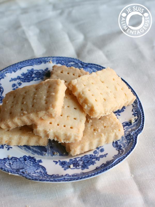 Vegan lemon shortbread | alimentageuse.com #holidays #lemon #cookies #shortbread