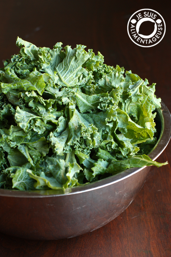 Turn tough, leathery kale into supple, bright, massaged kale salad! | alimentageuse.com | #kale #salad #vegan