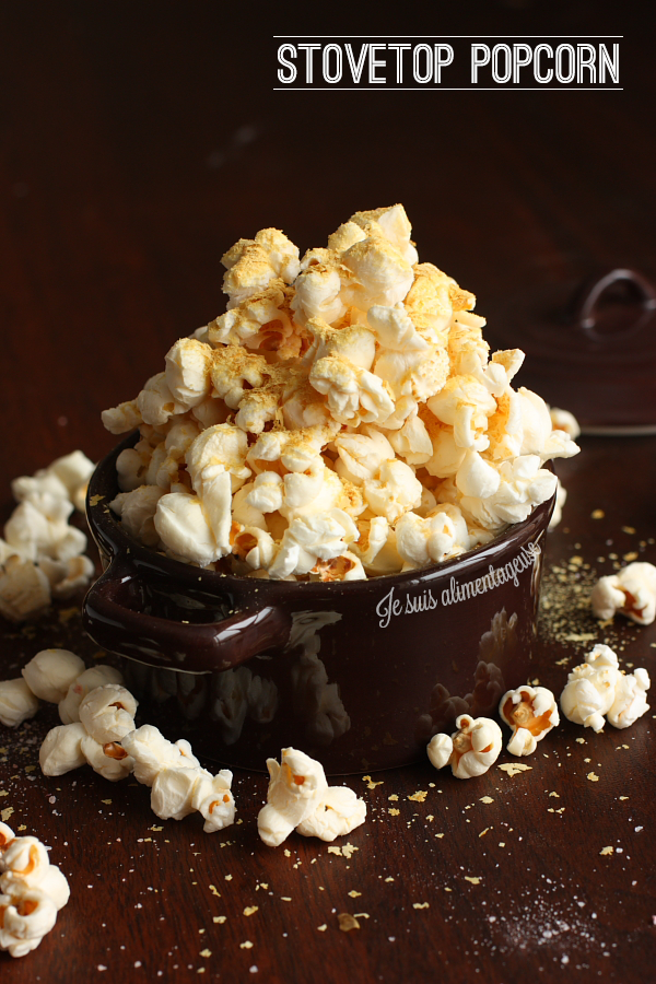 Toss that bagged nuked stuff, this stovetop popcorn is way better, and healthier! | alimentageuse.com #healthy #vegan #popcorn