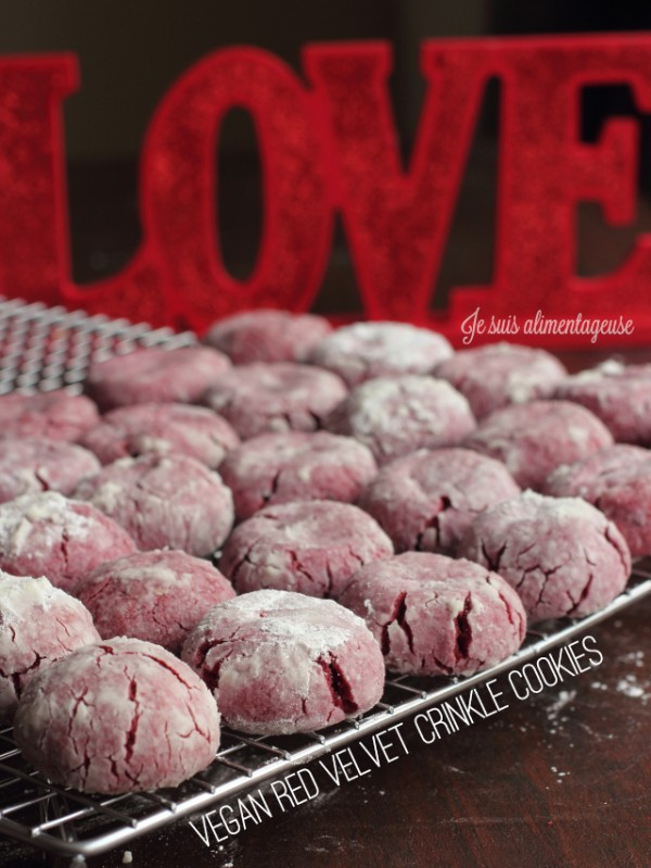 Vegan Red Velvet Crinkle Cookies - with absolutely NO FOOD COLOURING! #natural #vegan #redvelvet #valentines #cookies