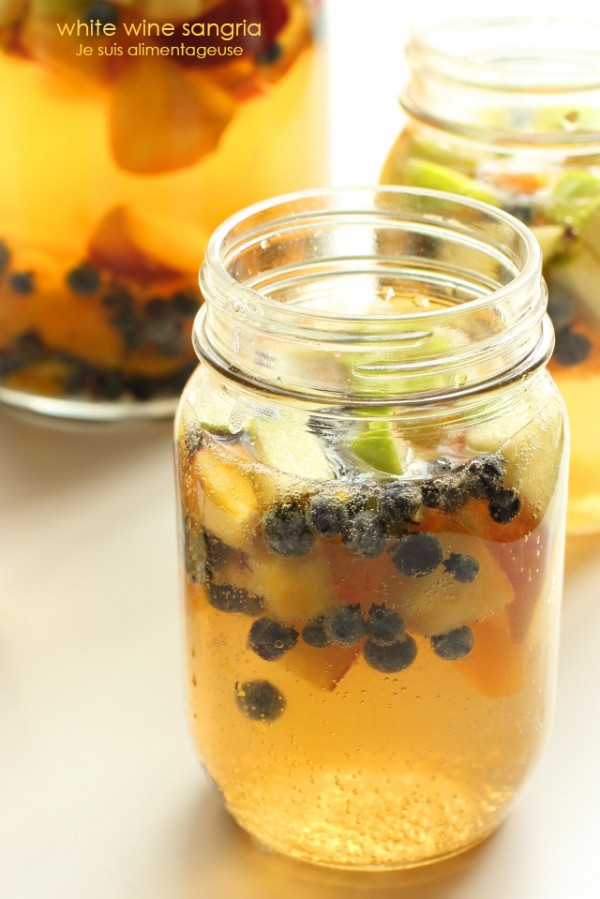 White Wine Sangria with LOTS of fruit! | Je suis alimentageuse