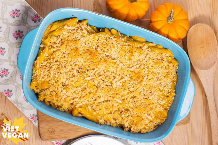 Vegan Butternut Squash Mac and Cheese with Panko Crumb Crust   The Viet Vegan   Creamy, fall-spiced and comforting <3