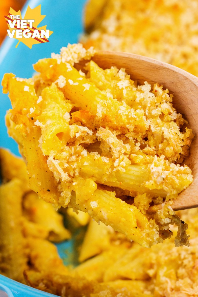 Vegan Butternut Squash Mac and Cheese with Panko Crumb Crust | The Viet Vegan | Creamy, fall-spiced and comforting <3