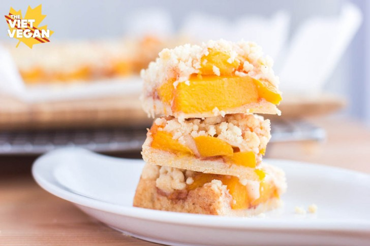 Extra Peachy Peach Crumb Bars | The Viet Vegan |