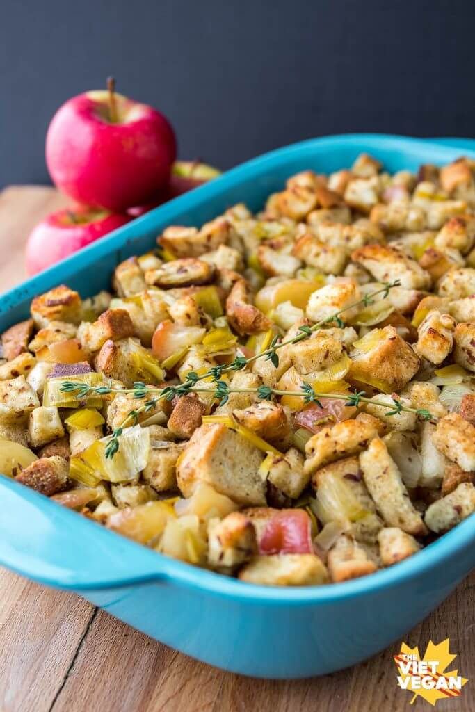 Easy Vegan Stuffing with Leek and Apples