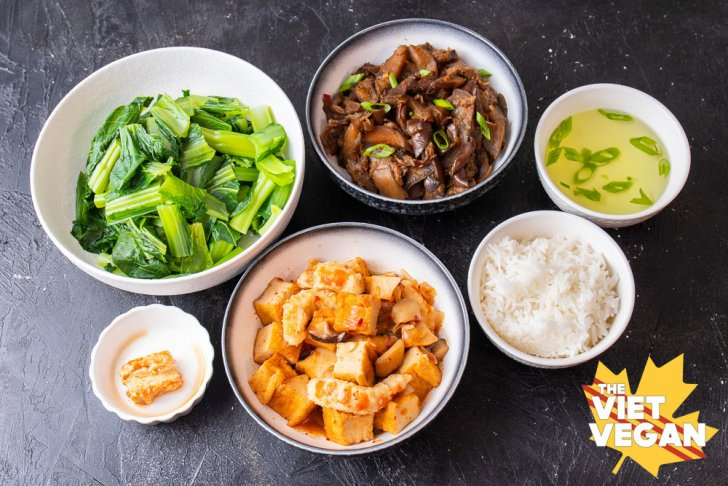 6 bowls of various different Vietnamese dishes as a typical homestyle dinner