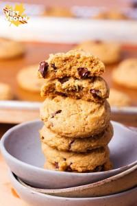 Vegan Pumpkin Spiced Chocolate Chip Cookies